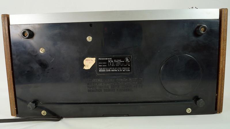RD29017 Vintage Premium 1969 Panasonic National RC-7469 Flip Snooze Alarm Lighted Clock DSC08645