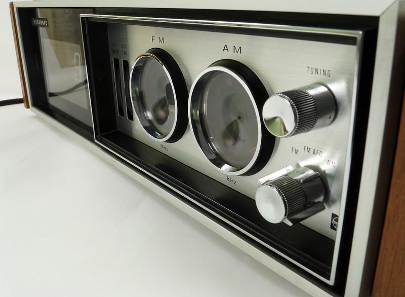RD29017 Vintage Premium 1969 Panasonic National RC-7469 Flip Snooze Alarm Lighted Clock DSC08643