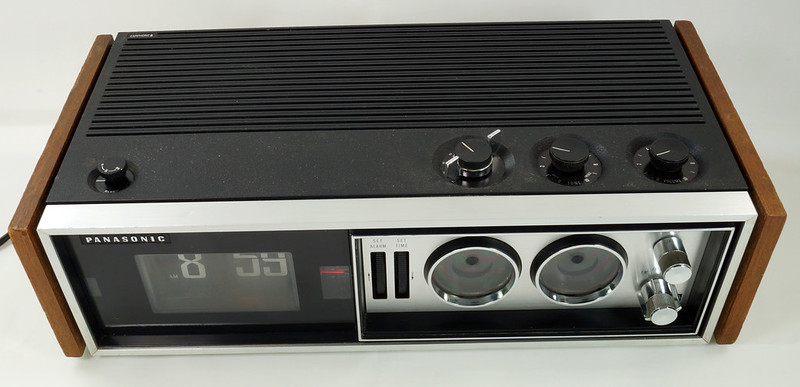 RD29017 Vintage Premium 1969 Panasonic National RC-7469 Flip Snooze Alarm Lighted Clock DSC08633