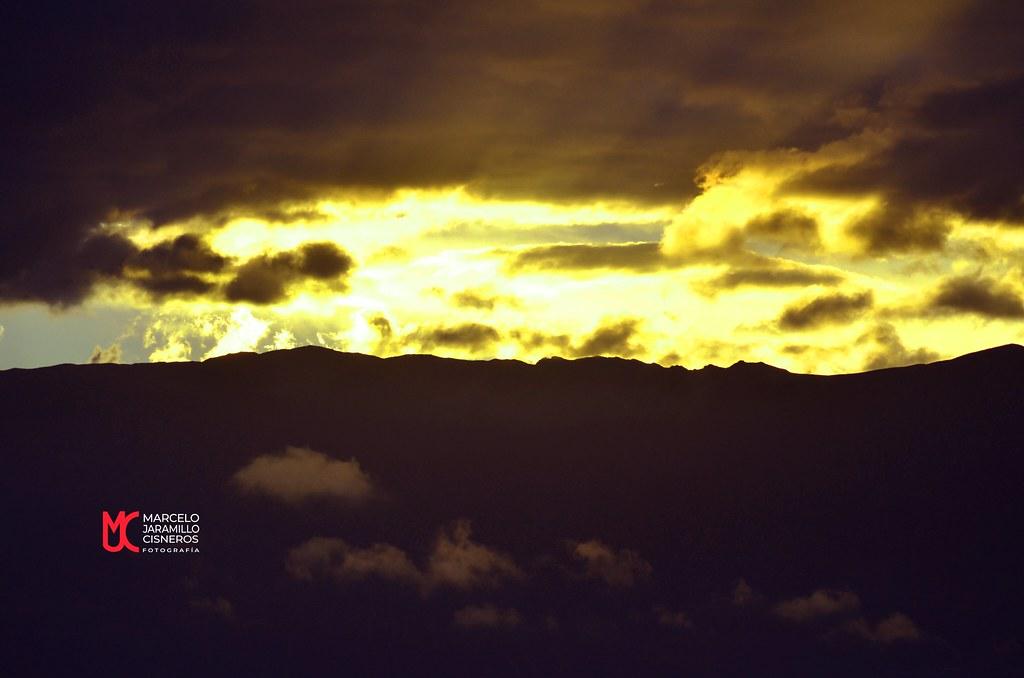 Puesta de sol sobre la cordillera Occidental