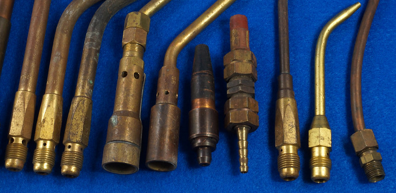 RD27955 Vintage Cutting Welding Brass & Copper Torch Tips Parts Lot Of 17 pcs & Parker Coupler DSC08585