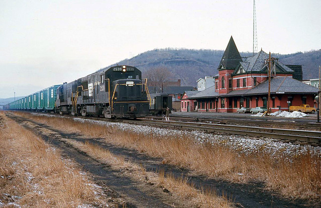 Penn Central GE U25B 2539