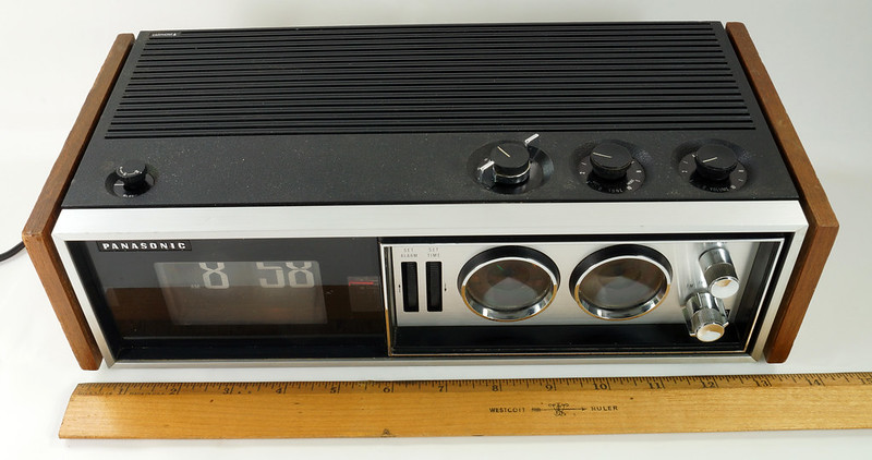 RD29017 Vintage Premium 1969 Panasonic National RC-7469 Flip Snooze Alarm Lighted Clock DSC08632