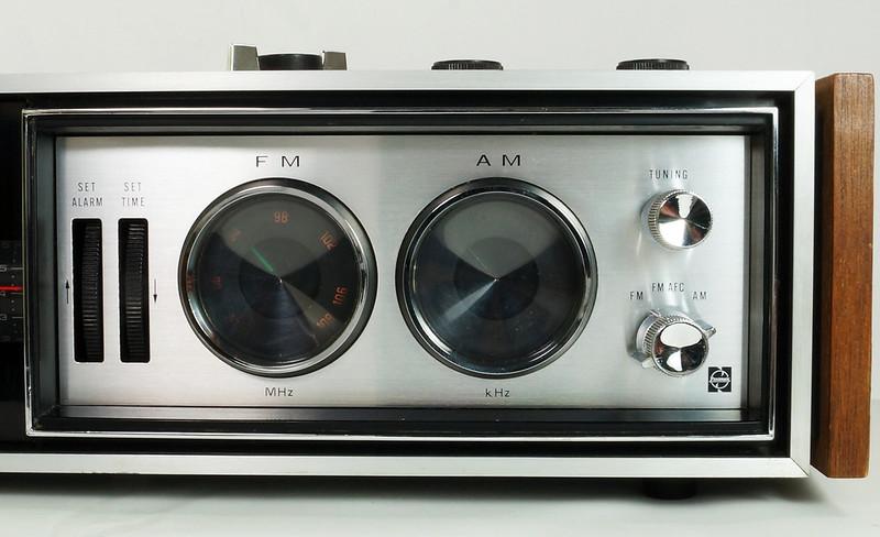 RD29017 Vintage Premium 1969 Panasonic National RC-7469 Flip Snooze Alarm Lighted Clock DSC08637