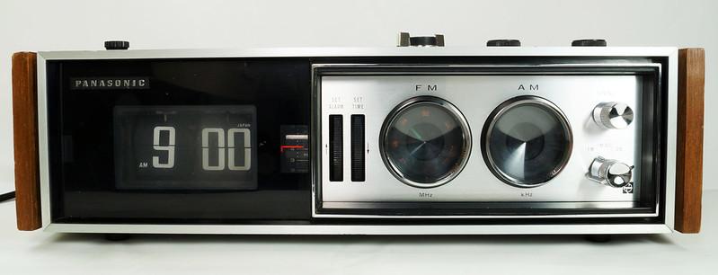 RD29017 Vintage Premium 1969 Panasonic National RC-7469 Flip Snooze Alarm Lighted Clock DSC08635