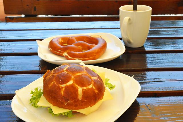 Juli 2020 ... Frühstück bei Heidis Imbiss in Schriesheim und Rückfahrt über Heidelberg ... Brigitte Stolle