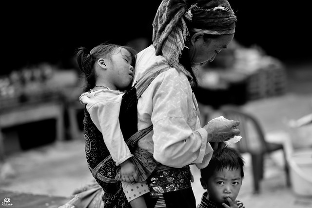 Mommy and Kids - Ha Giang, Vietnam
