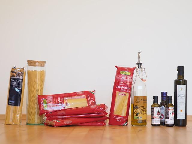 Spaghetti Nudeln Olivenöl Einkauf Lebensmittel Essen © Shopping Buying Hoarding Groceries Food ©