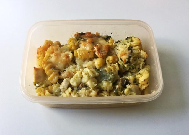 Broccoli pasta bake with chicken & mushrooms - Leftovers III / Brokkoli-Nudelauflauf mit Hähnchen & Pilzen - Resteverbrauch III