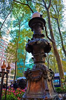 Bryant Park Beautiful Lamp Post & Pigeons near Salesforce & Bank of America Towers Midtown Manhattan New York City NY P00575 DSC_1644