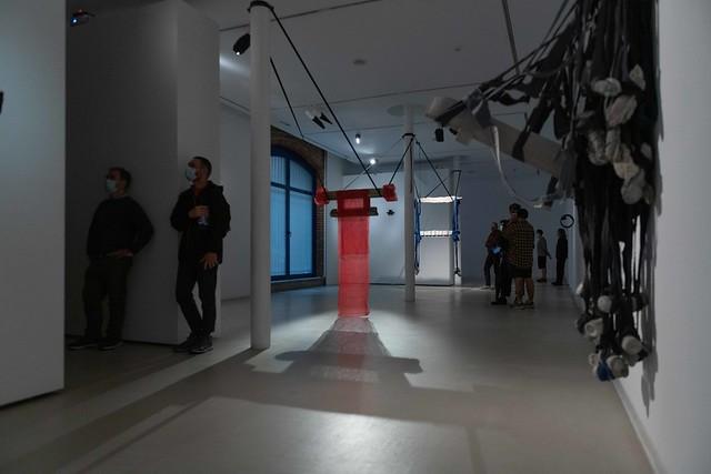 Erakusketa / Exposición: «Holes and Poles», Daniel Llaría