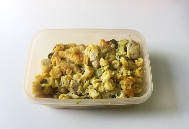 Broccoli pasta bake with chicken & mushrooms - Leftovers IV / Brokkoli-Nudelauflauf mit Hähnchen & Pilzen - Resteverbrauch IV