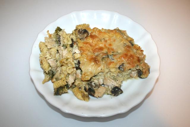Broccoli pasta bake with chicken & mushrooms - Leftovers I / Brokkoli-Nudelauflauf mit Hähnchen & Pilzen - Resteverbrauch I