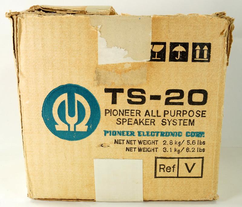 RD29659 Vintage 1968 Pioneer Car Stereo Speaker System TS-20 Pair in Original Box DSC08652