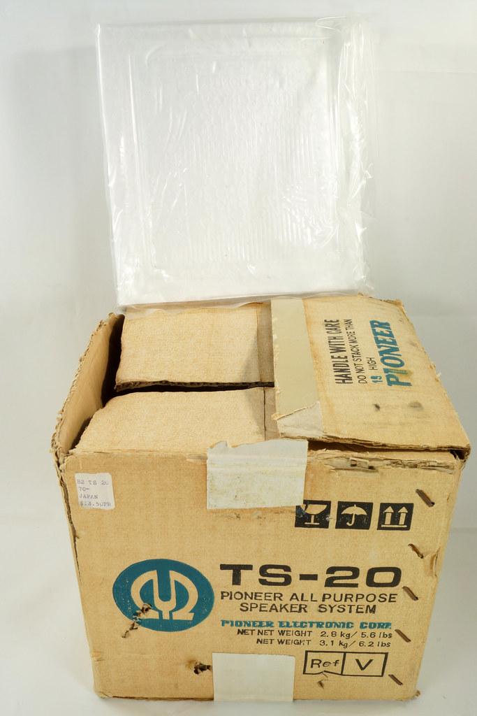 RD29659 Vintage 1968 Pioneer Car Stereo Speaker System TS-20 Pair in Original Box DSC08649