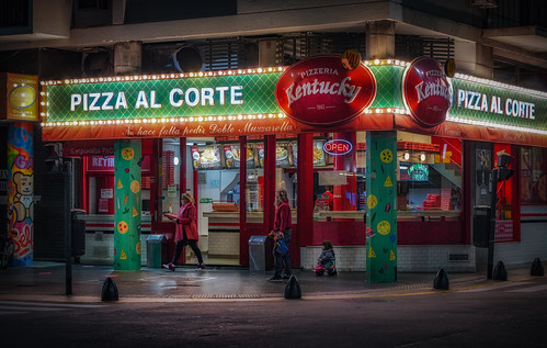 Pizza al corte | by karinavera