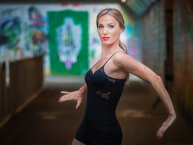 "Every kind of photo of dancing people, every kind of dance  Toute sorte de photos de personnes en train de danser, toute sorte de dance  nfoto has pasting the ""Dance (new rules)"" hyperlink to FlickRandom so that you can test it. It allows one to..."