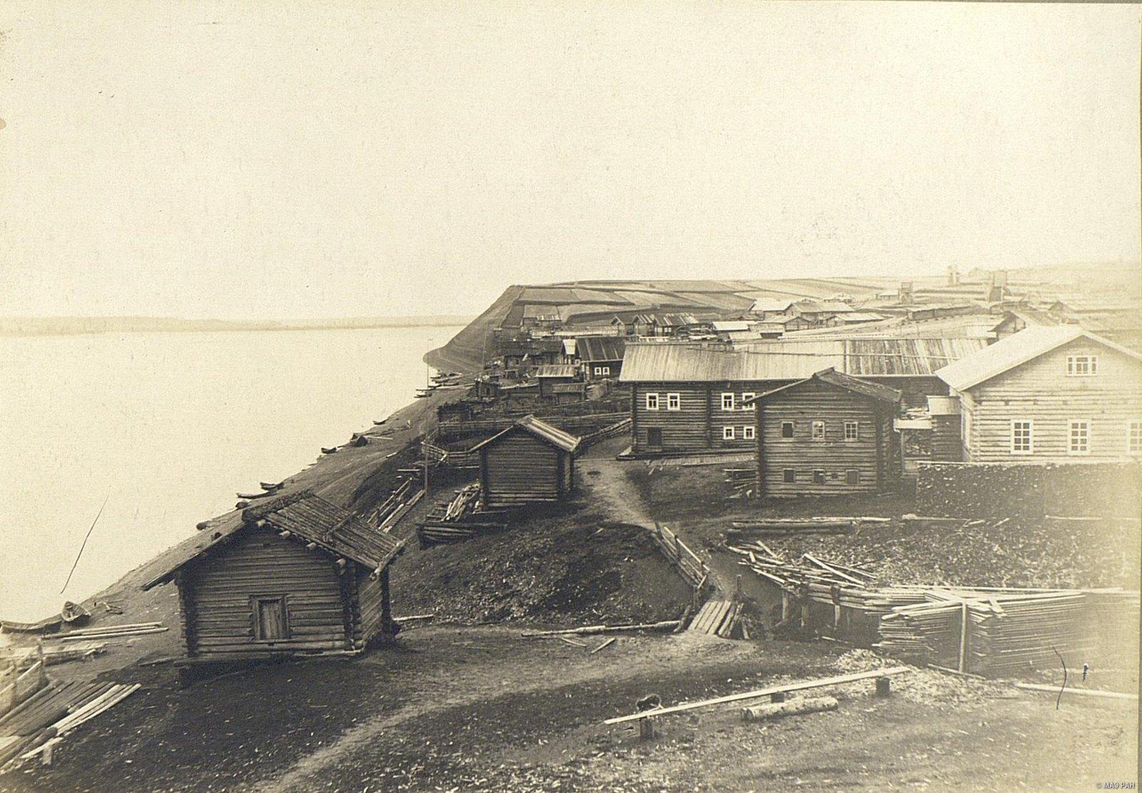 Часть села с банями и амбарами