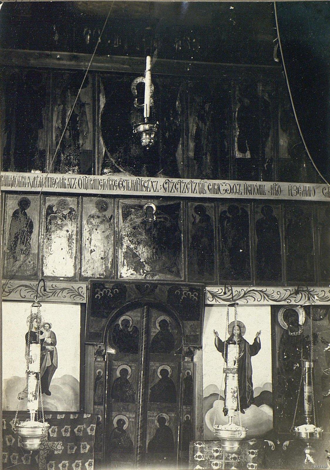 Фрагмент древнего иконостаса