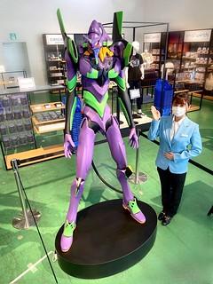高 2.1 公尺的百萬雕像限量登場!SMALL WORLDS TOKYO《福音戰士新劇場版》EVANGELION 初號機(エヴァンゲリオン初号機)HUMAN SCALE FIGURE