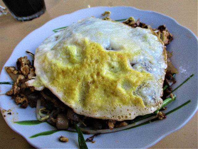 Kopitiam Fantasy sambal kway teow plus fried egg