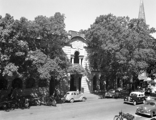 Front entrance, Main Roads Department Building in Albert Street Brisbane (1958)