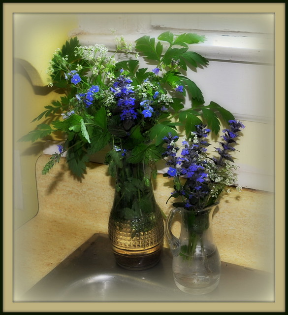 Informal bouquets in blue