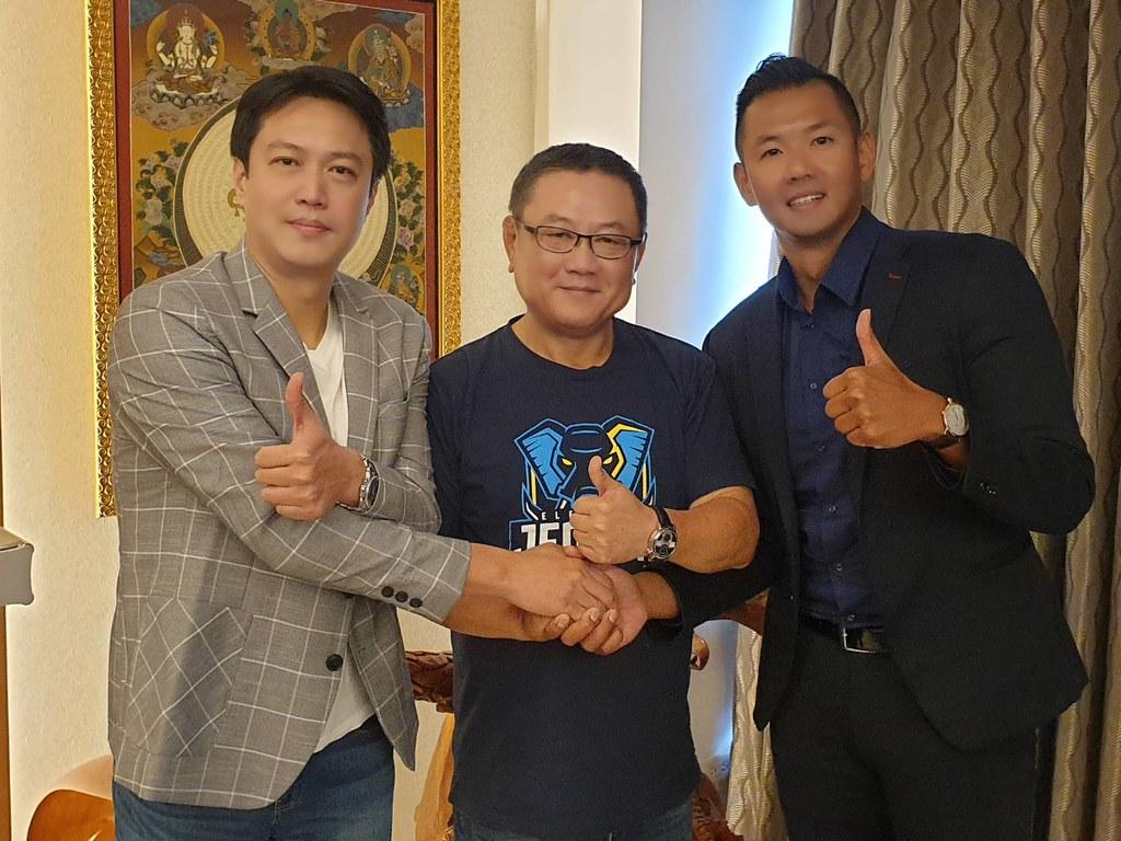張憲銘(左)與陳建州(右)日前拜會九太科技董事長沈會承(中)。(圖/資料照)