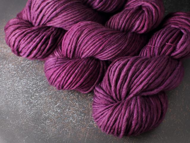 Phlump Merino – super chunky/superbulky Merino wool superwash hand-dyed yarn 200g – 'Purple Rain'