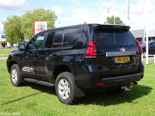 2020 Toyota Land Cruiser Van Photo