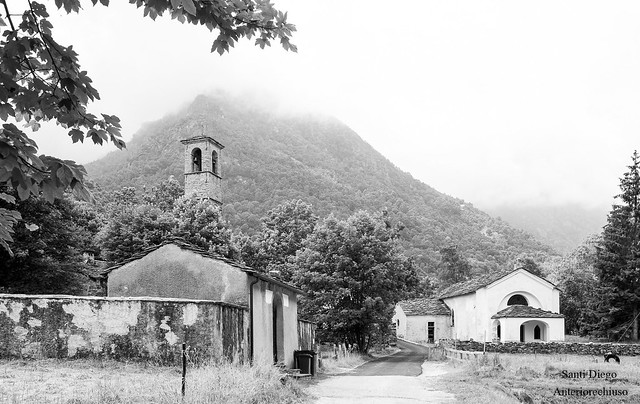 Chiesa e cimitero di Fondo, val Chiusella