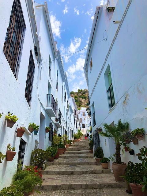 Calle en cuesta de Frigiliana (Málaga)