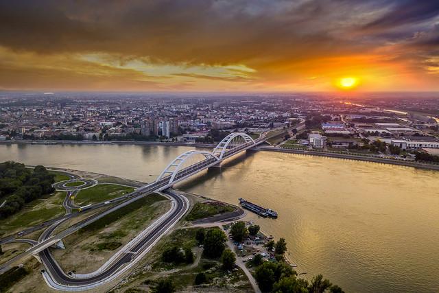 ZAlazak sunca nad Novim Sadom panorama