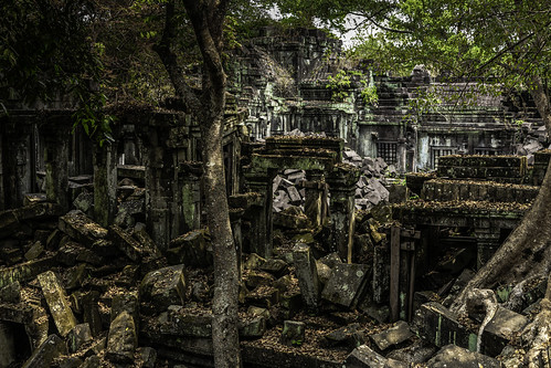 khmer temples religion hindi hindu buddhist cambodia siemreap angkor angkorwat boengmealea history kingdoms realms dynasties kingsuryavarmanii 12thcentury derelict abandoned overgrown relics ruins stone sandstone carvings architecture