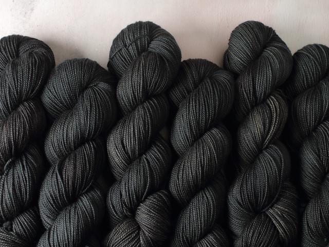 Favourite Sock – pure Merino 4 ply/fingering weight wool superwash hand dyed yarn 100g – Graphite (dark grey)