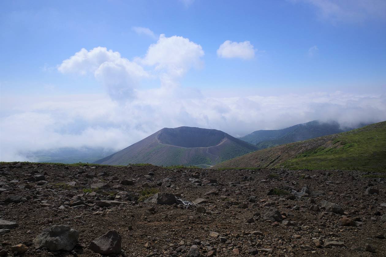 一切経山から眺める吾妻小富士