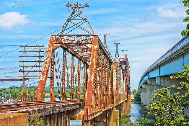 CSX Railroad Bridge & Hickman Lockhart Memorial Bridge - New Johnsonville, Tennessee