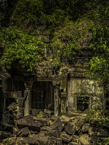 khmer temples cities civilisations realms kingdoms dynasties religion hindi hindu buddhist buddhism kingsuryavarmanii 12thcentury angkor angkorwat cambodia history stone carvings siemreap dereliction decay ruins nature jungle unrestored abandoned relics overgrown
