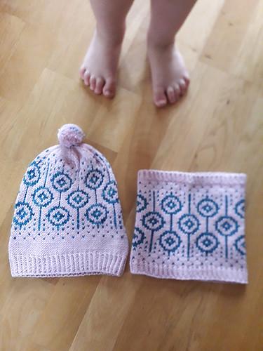 Anna (@kollar.annie and pannouschka on Rav) knit this Lorah Cowl by Ambah O'Brien!