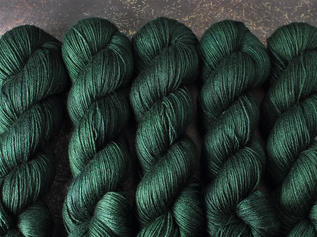Brilliance 4 Ply  – British Bluefaced Leicester wool/silk hand-dyed yarn 100g – 'Monstera' (dark green)