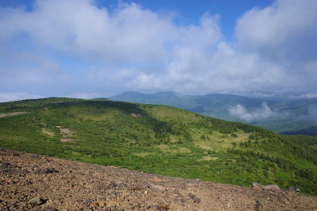 一切経山からの湿原の展望