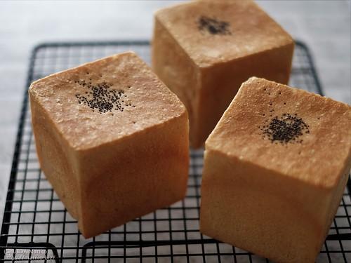 梅酵母の黒みつ食パン 20200702-DSCT9420 (2)