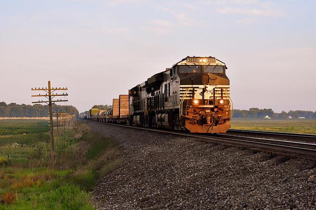 Norfolk Southern 14N near Wawaka Indiana in the early morning.
