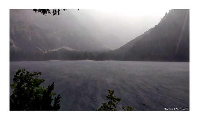 Dolomiti, fortunale sul Lago di Braies