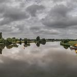 14. Juuni 2020 - 9:57 - Zum heutigen Wetter passt am besten dieses Pano von der Mittelweser. Allerdings sind die Wolken heute auch noch den ganzen Tag geöffnet  😏 Blick von der Staustufe Drakenburg Weserabwärts.