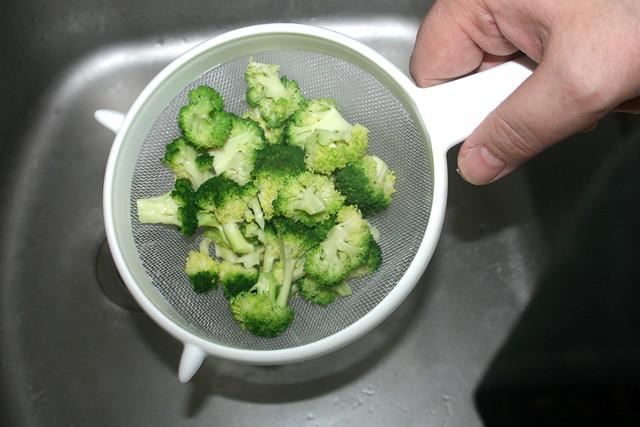 03 - Broccoli abtropfen lassen / Drain broccoli