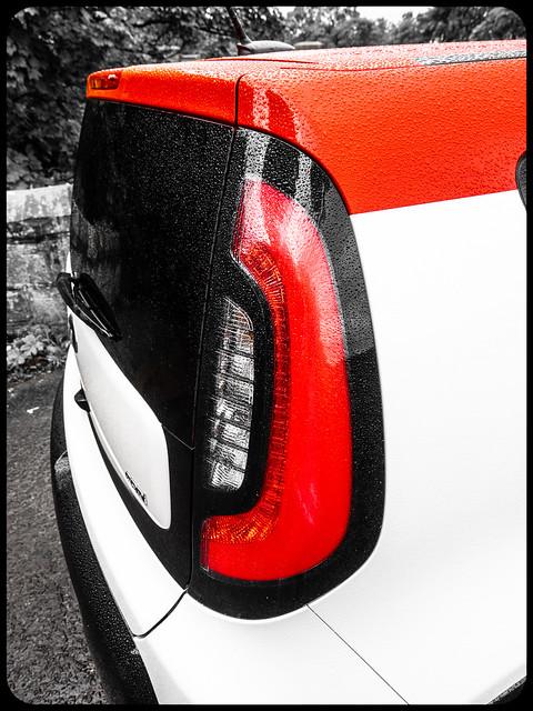 Kia Soul Mixx, red and white.