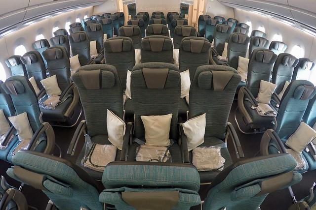 Cathay Pacific - B-LRC cabin - London Gatwick (LGW/EGKK)