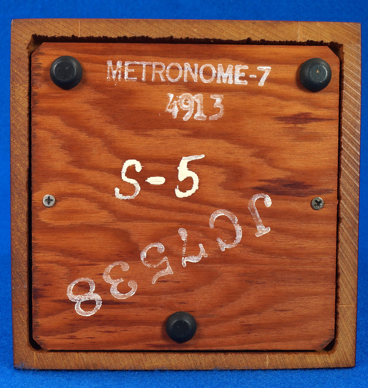RD30627 Early Seth Thomas Metronome De Maelzel #7 4913 with Copper Badge on Front DSC08833