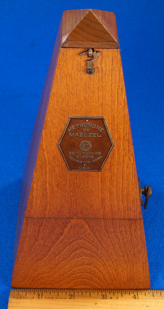RD30627 Early Seth Thomas Metronome De Maelzel #7 4913 with Copper Badge on Front DSC08827